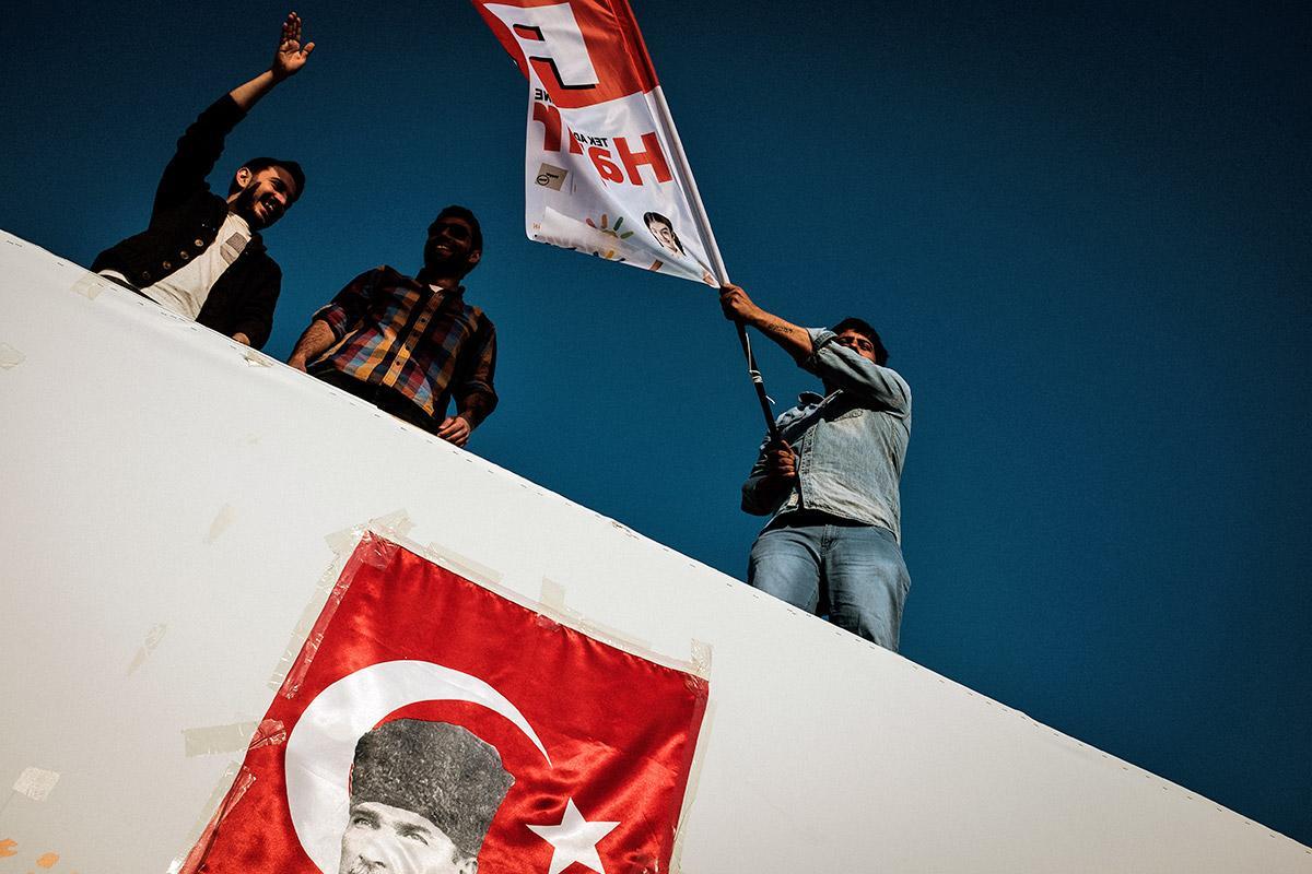 """""""Áno"""" Erdoganovi, """"Nie"""" demokracii. Takto vyzeralo turecké referendum, ktoré zmení históriu"""